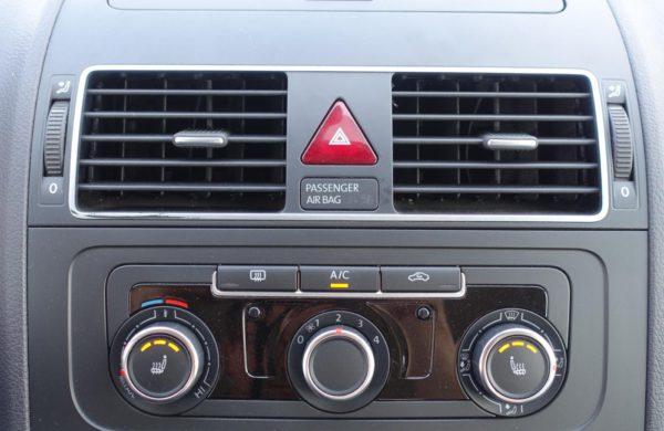Volkswagen Touran 2.0 TDi Comfortline VYHŘ. SEDADLA, nabídka A163/19