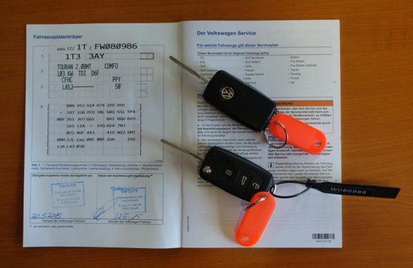 Volkswagen Touran 2.0 TDi DSG CUP Edition, NEZ.TOPENÍ, nabídka A180/18